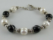 Black Onyx &amp; Pearls Bracelet